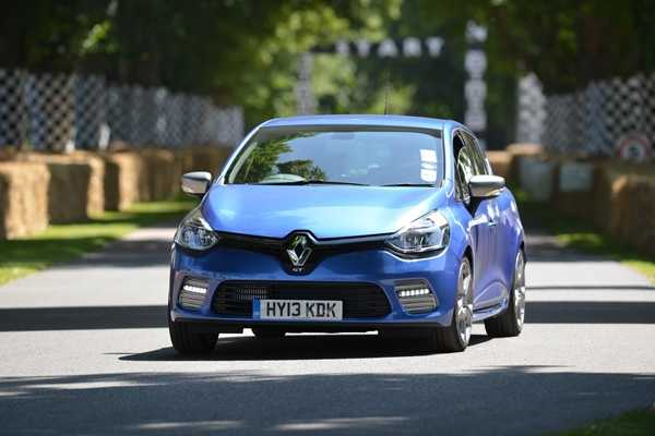 Best First Cars for young driver Ford Fiesta Image. Featuring a blue Renault Clio front on shot.