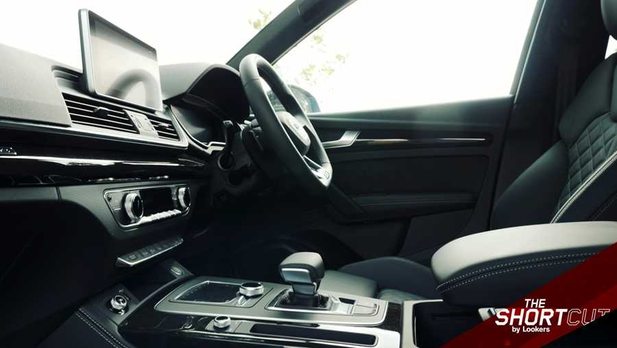 The Q5 Vorsprung's interior gets the leather treatment